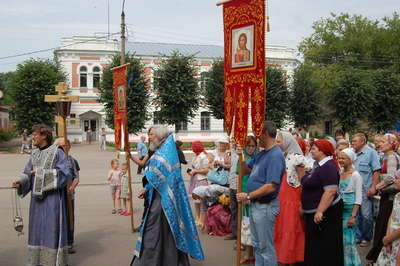 На следующий день тарусяне встретили ...: mo.tarusa.ru/newsarchive_july_2012.html
