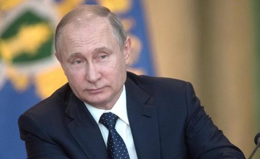 Путин поручил упростить выдачу иностранцам видов на жительство